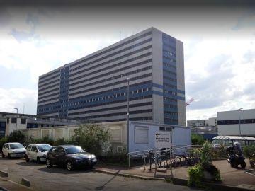 Fachada del hospital Henri Mondor donde una persona ha muerto y otras ochos han resultado heridas por un incnedio
