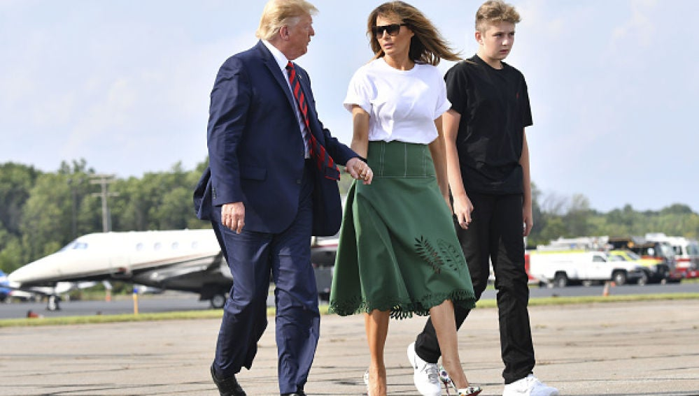 Barron Trump reaparece con unas zapatillas Nike