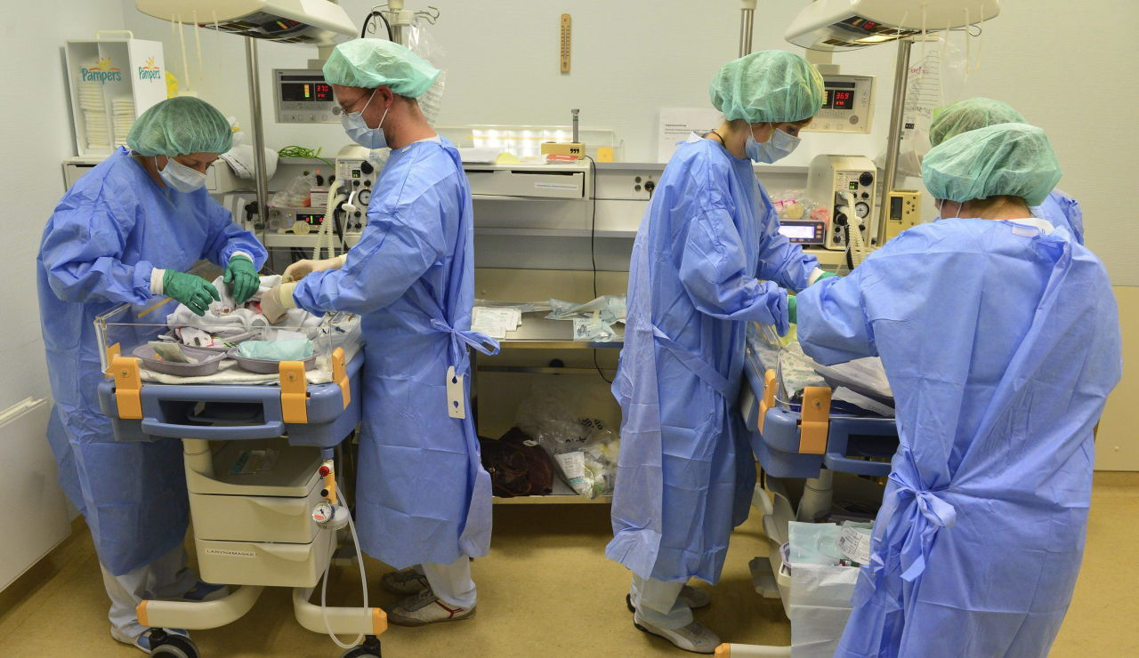 Enfermeras trabajando en un hospital.