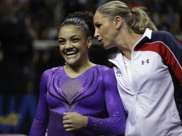 Maggie Haney junto a Lauren Hernandez durante los Juegos Olímpicos