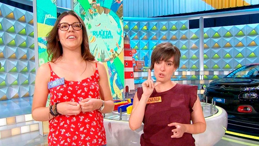 Una concursante traduce la presentación de su contrincante a lengua de signos en 'La ruleta de la suerte'