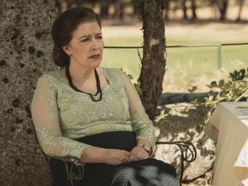 Francisca desesperada y rota de dolor por una terrible noticia