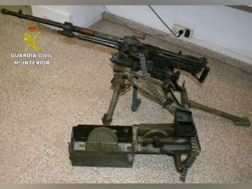 Detenido un hombre por circular con un fusil de guerra sin licencia