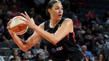Liz Cambage en un partido de la WNBA