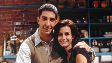 David Schwimmer y Courteney Cox como Ross y Monica en 'Friends'