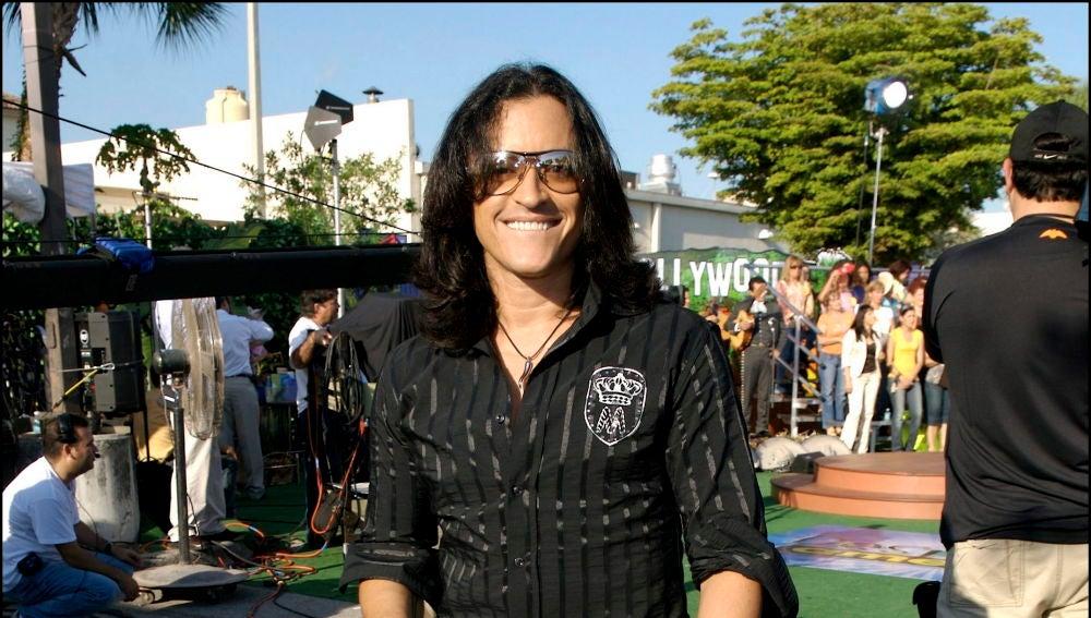 La foto de Elvis Crespo donde creerás que estás viendo a Rosalía