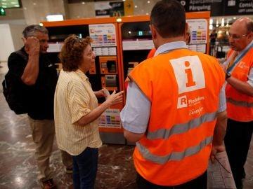 Aglomeraciones de pasajeros por los retrasos de más de una hora en Rodalies