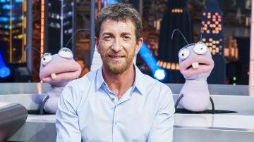 Pablo Motos, presentador de 'El Hormiguero 3.0' junto a las hormigas Trancas y Barrancas