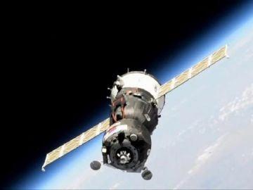 La nave Soyuz MS-14 con el androide ruso Fiódor.
