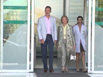 """Felipe VI y la Reina Sofía, felices por el resultado de la operación a don Juan Carlos: """"Todo ha ido perfecto"""""""