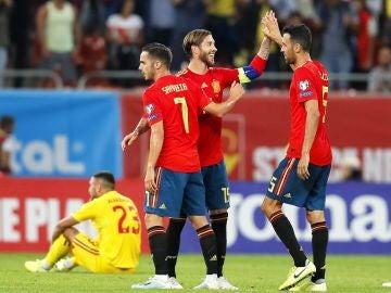 Los jugadores españoles celebran un gol