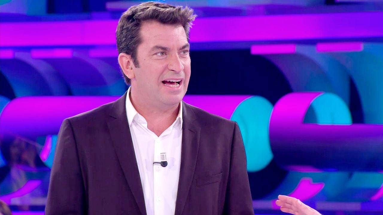 Un Concursante De '¡Ahora Caigo!' Invita A Arturo Valls
