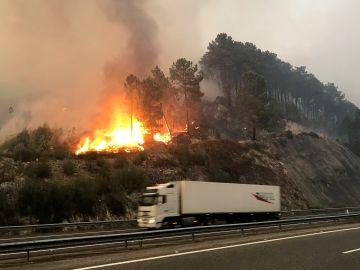 Un incendio declarado en la parroquia de Barca