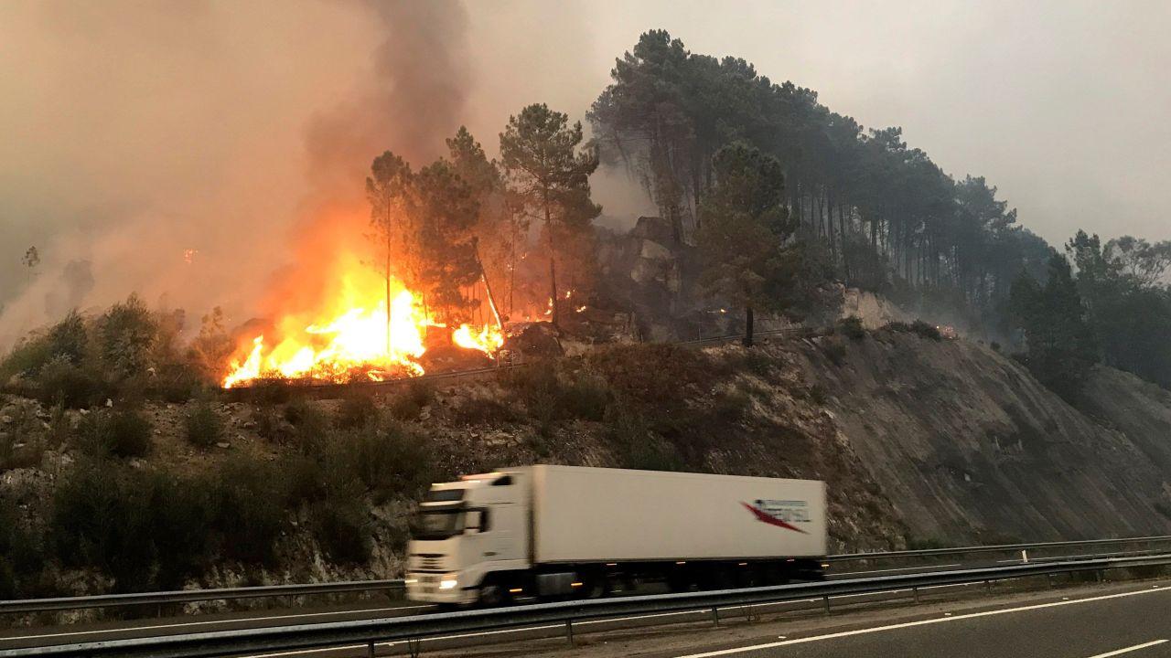 Varios Incendios Forestales Afectan Las Provincias
