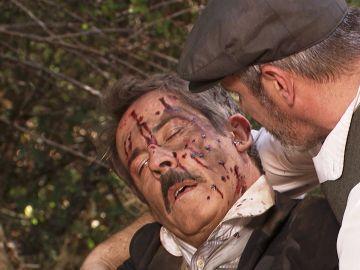 García-Morales, herido por una explosión, junto a Alfonso en 'El secreto de Puente Viejo'
