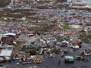Destrozos en Bahamas tras el paso del huracán
