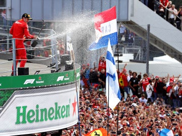 Charles Leclerc en los más alto del podio del GP de Italia 2019