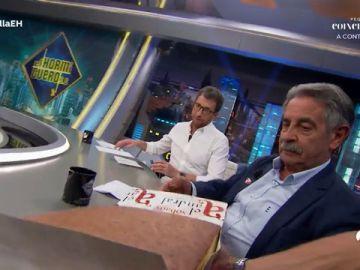Un aclamado Miguel Ángel Revilla sorprende a Pablo Motos con anchoas y un sobao