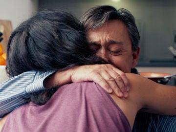 Joaquín se sincera con su hijo y se funden en un tierno abrazo