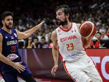 Sergio Llull durante el partido entre España y Serbia