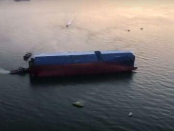 Buscan a cuatro tripulantes en el mar tras comenzar a hundirse un buque