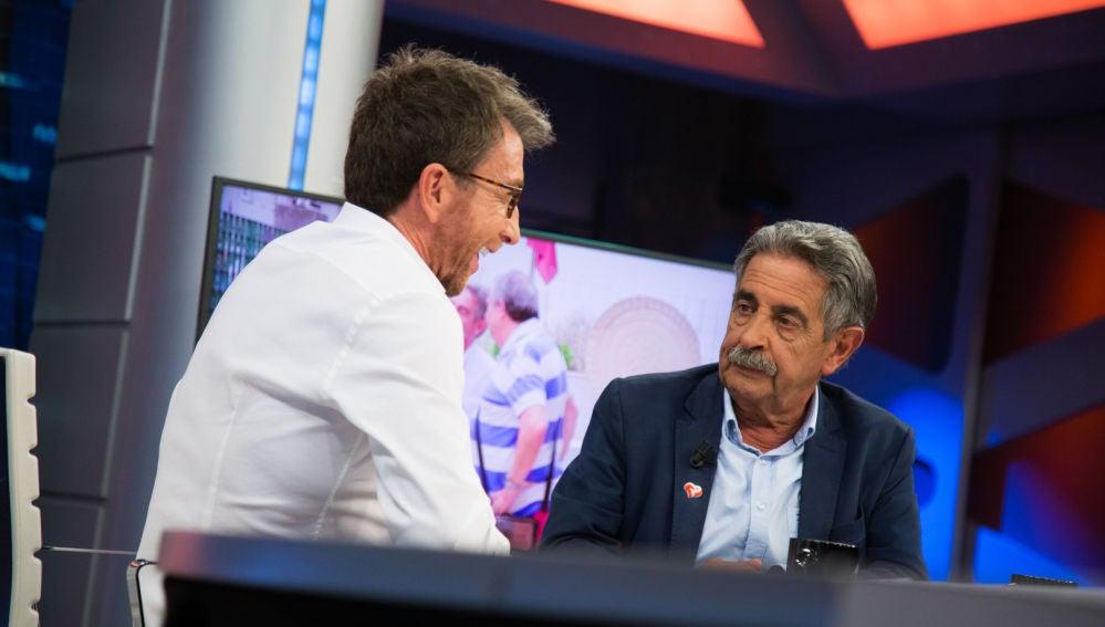 El plan de Miguel Ángel Revilla para no dejar a ningún fan sin foto