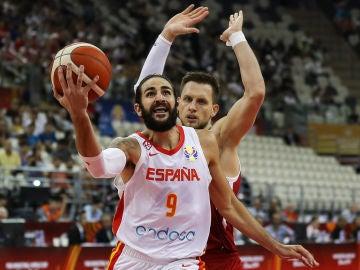 Ricky Rubio entra a canasta durante los cuartos de final entre España y Polonia