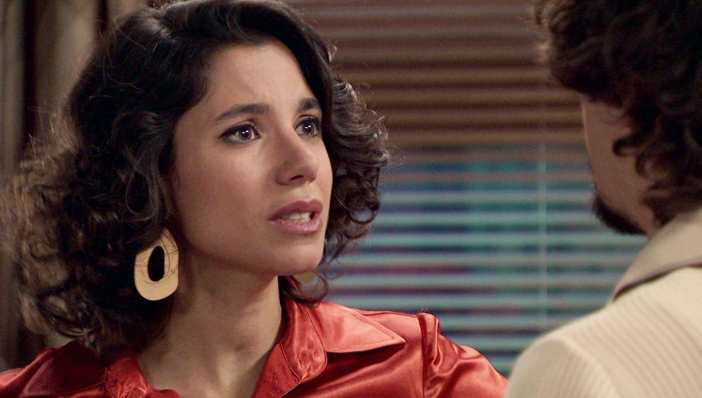 Jon regresa a España para hacer una inesperada proposición a Carolina