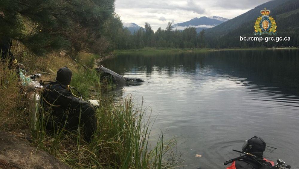 Policía canadiense en busca de una mujer desaparecida en un lago