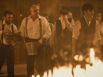 Así se grabó el incendio que cierra una temporada de Puente Viejo