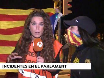 Increpan a una periodista de Antena 3 Noticias en los altercados al Parlament