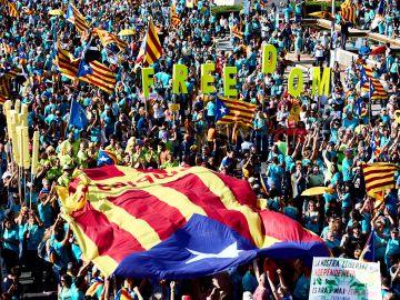 Miles de personas se concentranen Barcelona durante la manifestación independentista por la Diada