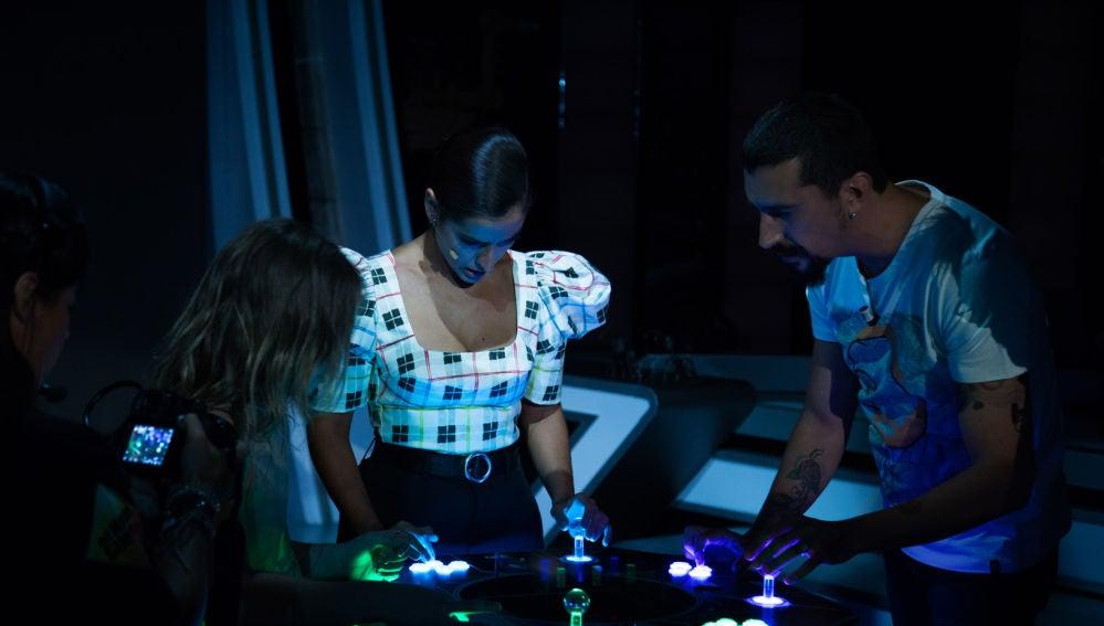 Inma Cuesta y Mafalda Carbonell alucinan con los hologramas 3D de Voxon  Photonics en 'El Hormiguero 3 0'