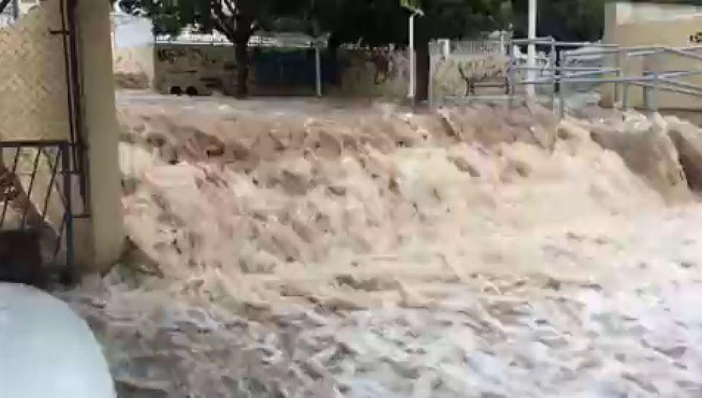 Una espectacular riada inunda la zona del Bochiot, en Santa Pola