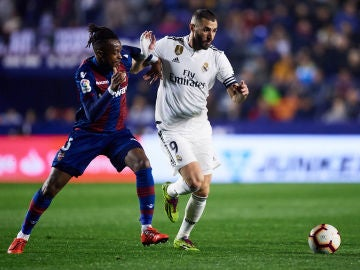 Karim Benzema y Cheick Ives Doukoure