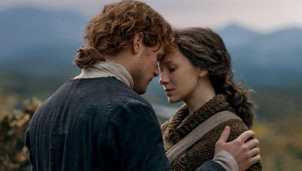 Sam Heughan y Caitriona Balfe como Claire y Jamie Fraser en 'Outlander'