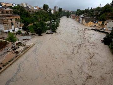 El desbordamiento del río Clariano a su paso por Ontinyent a consecuencia del temporal de lluvias que afecta a la Comunitat Valenciana