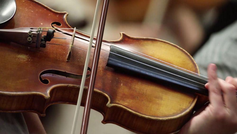 La espectacular versión de la Sinfónica de Praga para la banda sonora de 'El secreto de Puente Viejo'