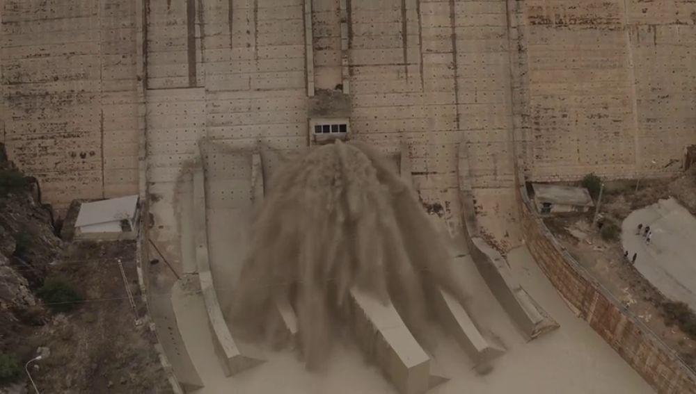 Alerta en el embalse de Santomera al abrir las compuertas por el aumento del caudal