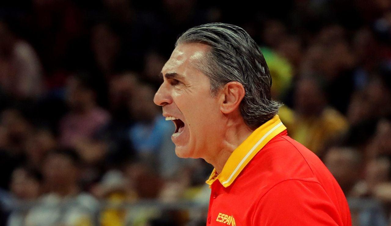 Sergio Scariolo, en tensión durante el partido