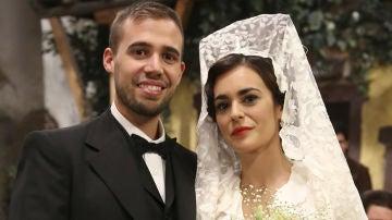 Hipólito y Gracia el día de su boda en 'El secreto de Puente Viejo'