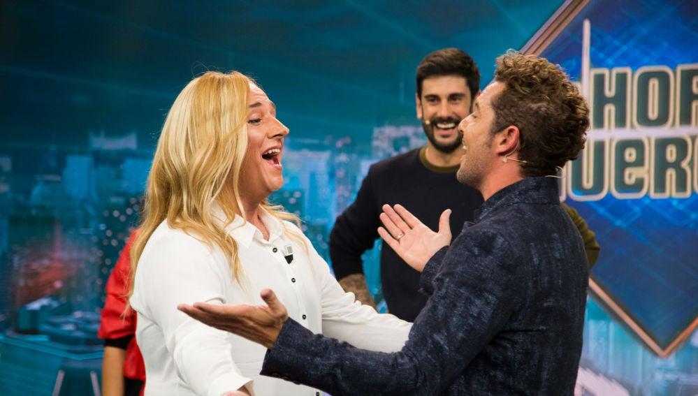 Carlos Latre desata las risas de los coaches de 'La Voz Kids' con el teléfono escacharrado