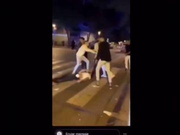 Dan una paliza a un joven que estaba en el suelo en zona de discotecas de Salou
