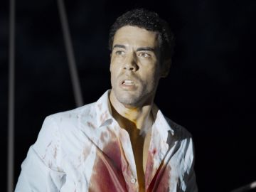 La vida de Hugo se desmorona tras hallar un cadáver en su barco