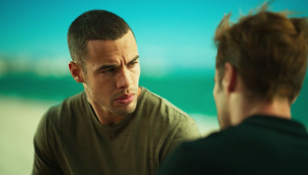 Hugo le confiesa a Iván la verdadera razón de su acercamiento a Macarena