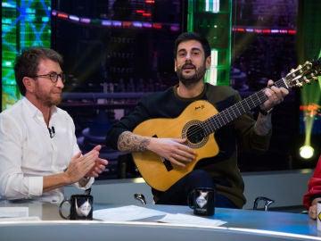 Melendi enseña su talento oculto en 'El Hormiguero 3.0': cantar 'Marco' con todas las vocales