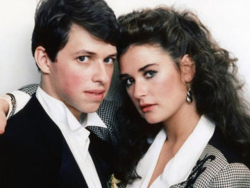 Jon Cryer y Demi Moore en la película 'No Small Affair'