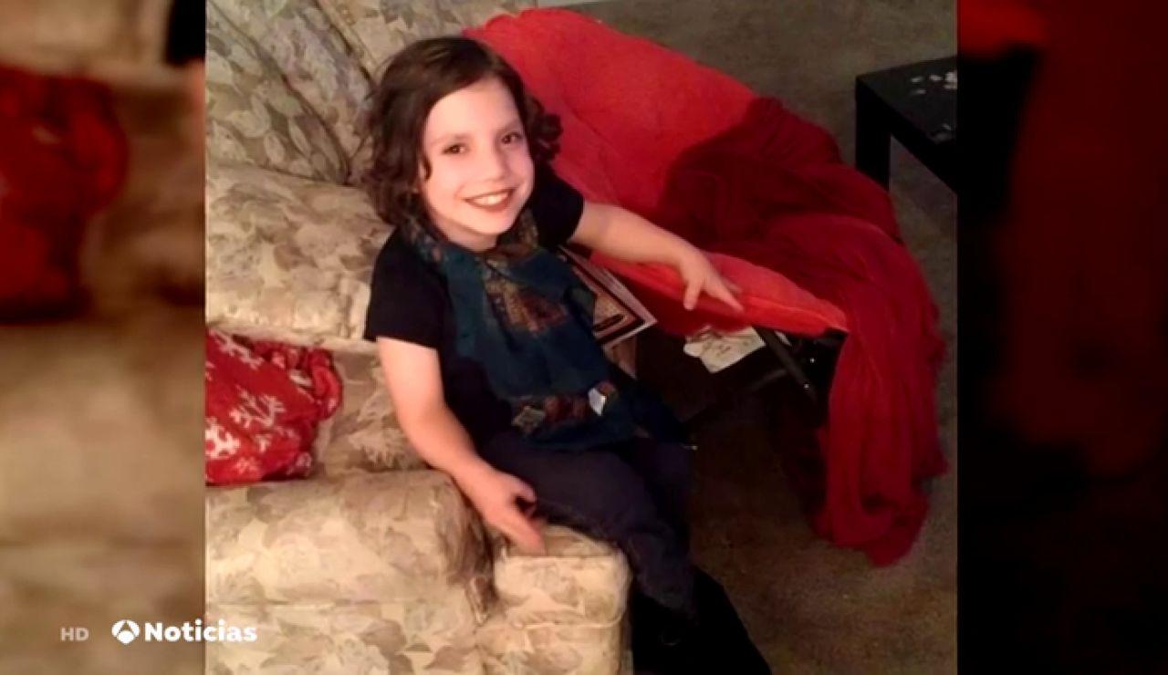 "Acusan de abandono a unos padres que adoptaron a una mujer con enanismo creyendo que era una niña: ""Quería matarnos"""