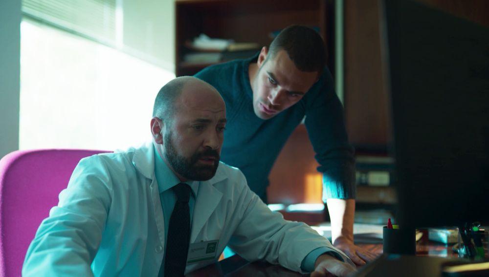 Hugo descubre irregularidades en el informe de la muerte de Philip Norman