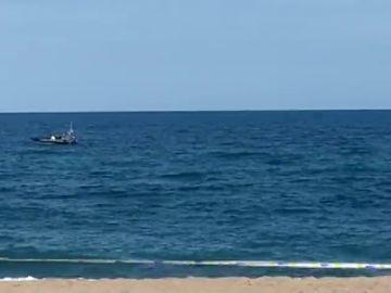 Desalojada la playa de Sant Sebastià de Barcelona por un posible artefacto explosivo en el mar